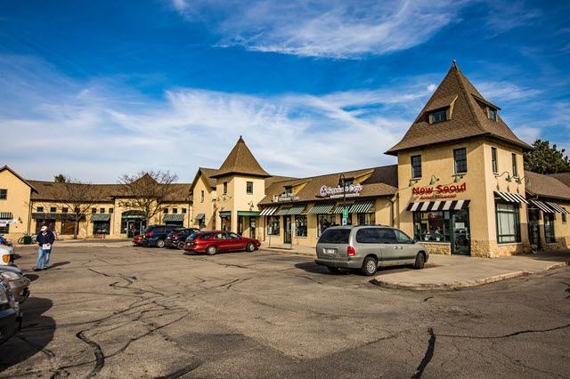 Restaurants, Coffee and Shopping at Sauk Point Square
